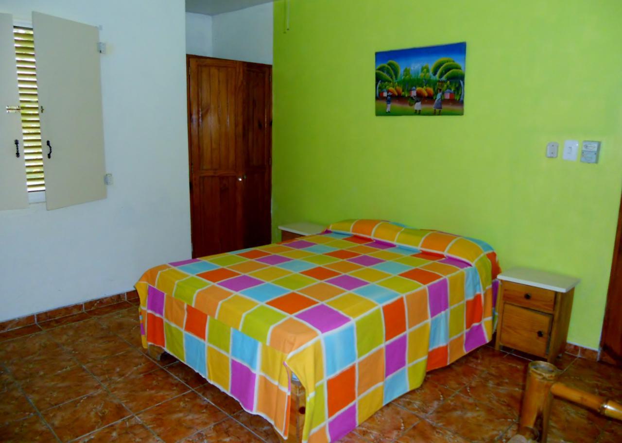 hebergements. Black Bedroom Furniture Sets. Home Design Ideas